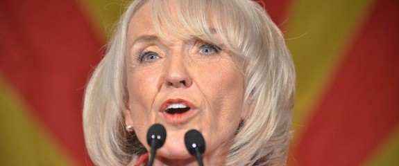 Why Arizona Governor Jan Brewer is Bluffing on State Immigration Laws